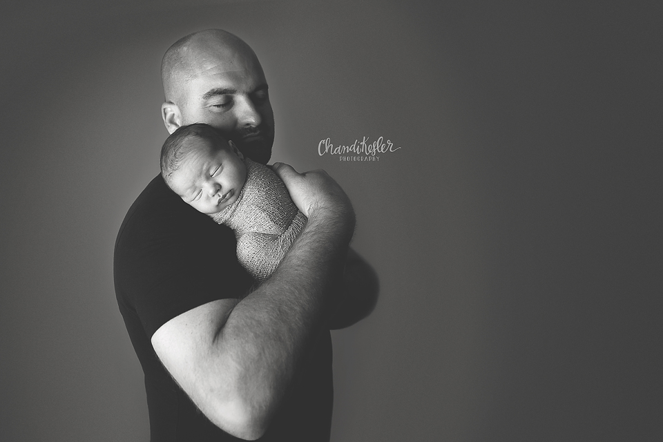 Clinton Illinois Newborn Photographer - Newborn paretn posing ideas