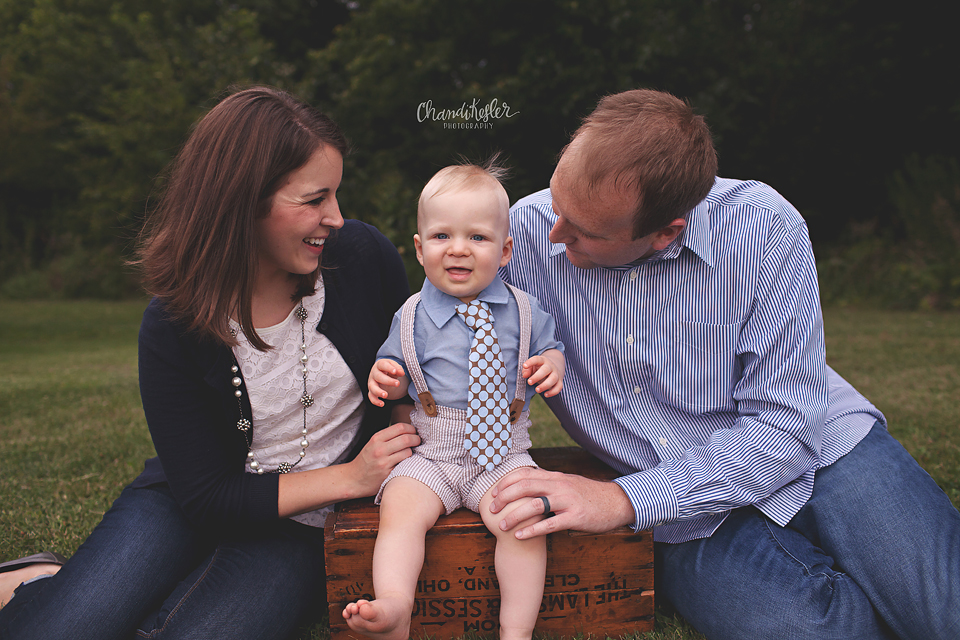 1 year on location family session - Fairbury IL Baby Photographer