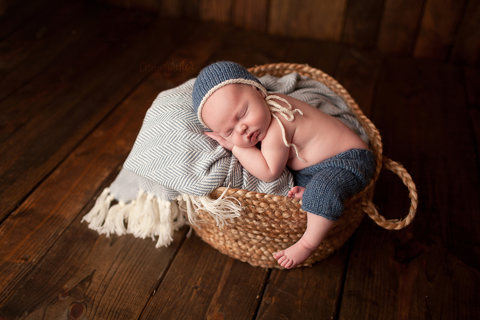 Streator Newborn Photographer - newborn knit hat and pants set