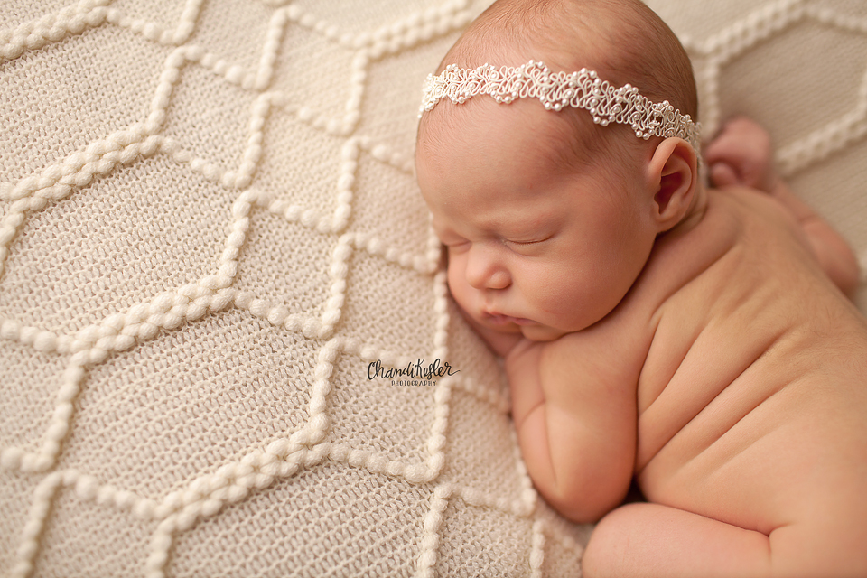 Mackinaw Newbron Photographer - tushie up newborn pose