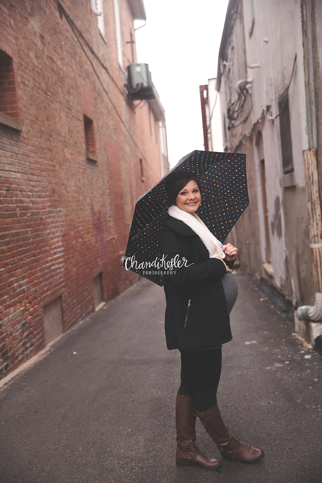 Downtown Maternity Session | Decatur IL Photographer  | Chandi Kesler Photography