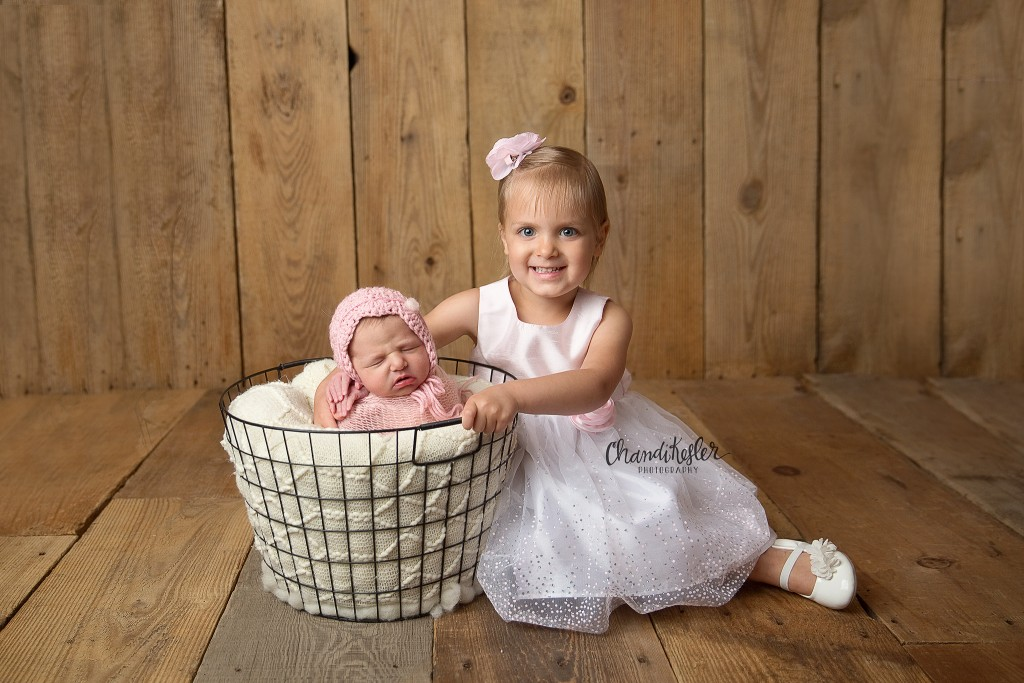 Clinton IL Newborn Photographer | Chandi Kesler Photography | newborn sibling pose