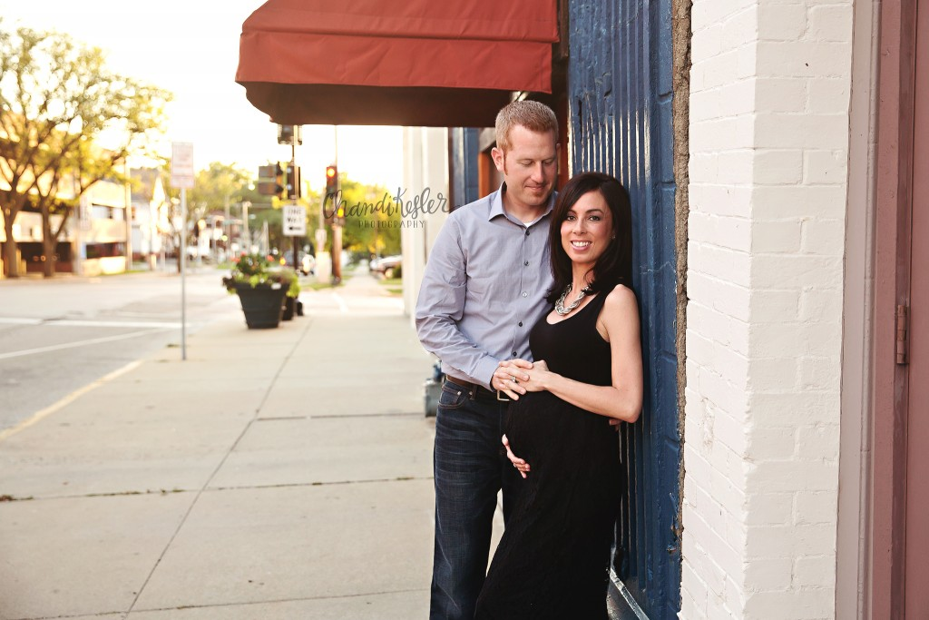 Downtown Maternity Session | Bloomington IL Maternity Photographer | Chandi Kesler Photography