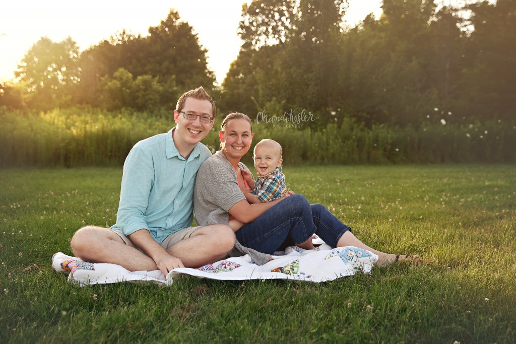 Family of three poses | Champaign IL Family Photography Session | Chandi Kesler Photography | one year photos