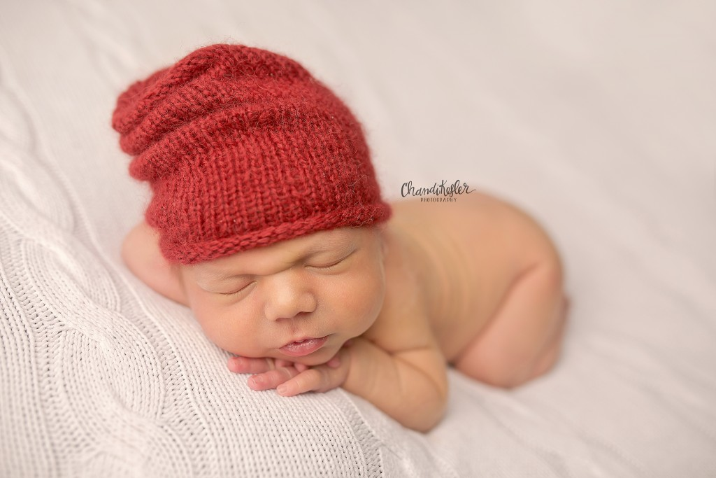 Newborn Posing | Peoria IL Photographer | chandi Kesler Photography | Hat by Violet Dove Organics