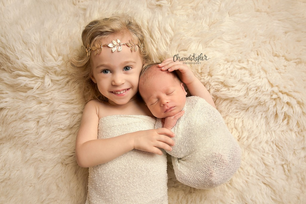 Newborn Posing Ideas | newborn with sibling | Decatur IL Photographer