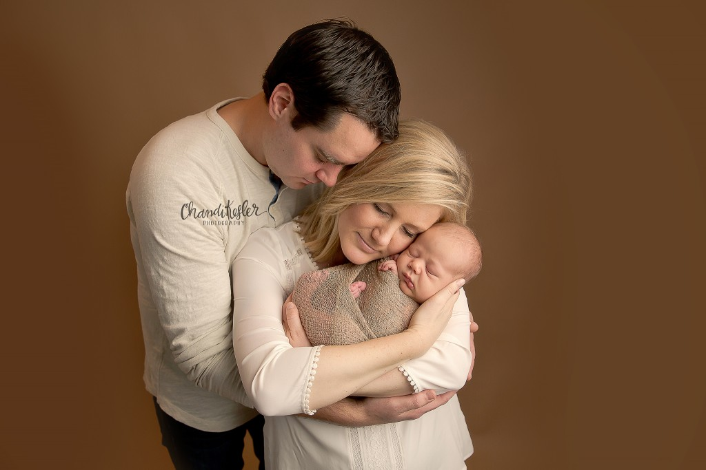 Morton IL Photographer | newborn parent posing | Chandi Kesler Photography