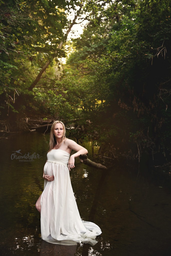 Maternity gown | Outdoor maternity session family of 3  | Creek Maternity session | Creek photos