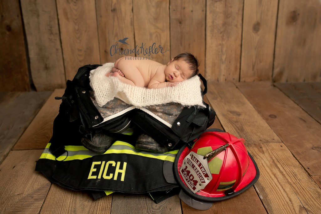 newborn posing | Chandi Kesler Photography | Champaign IL Photographer