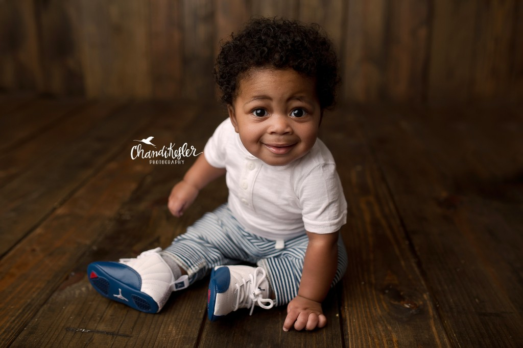 6 month milestone pictures | Baby photographer Champaign IL | 6 month session