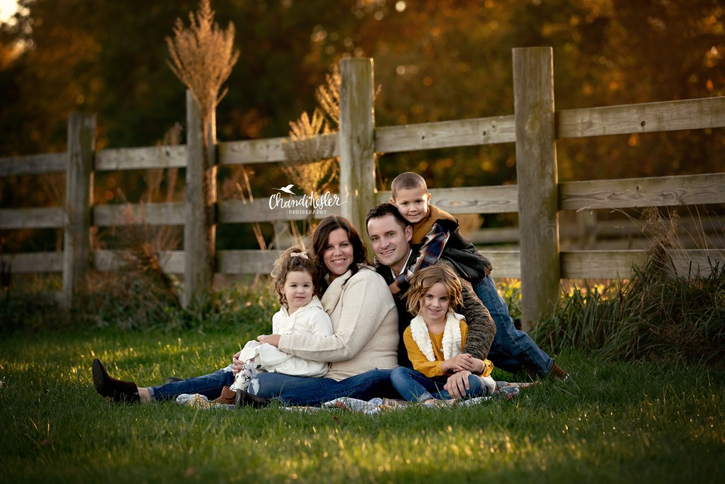 fall family photos | Chandi Kesler Photography | Photographer Eureka IL