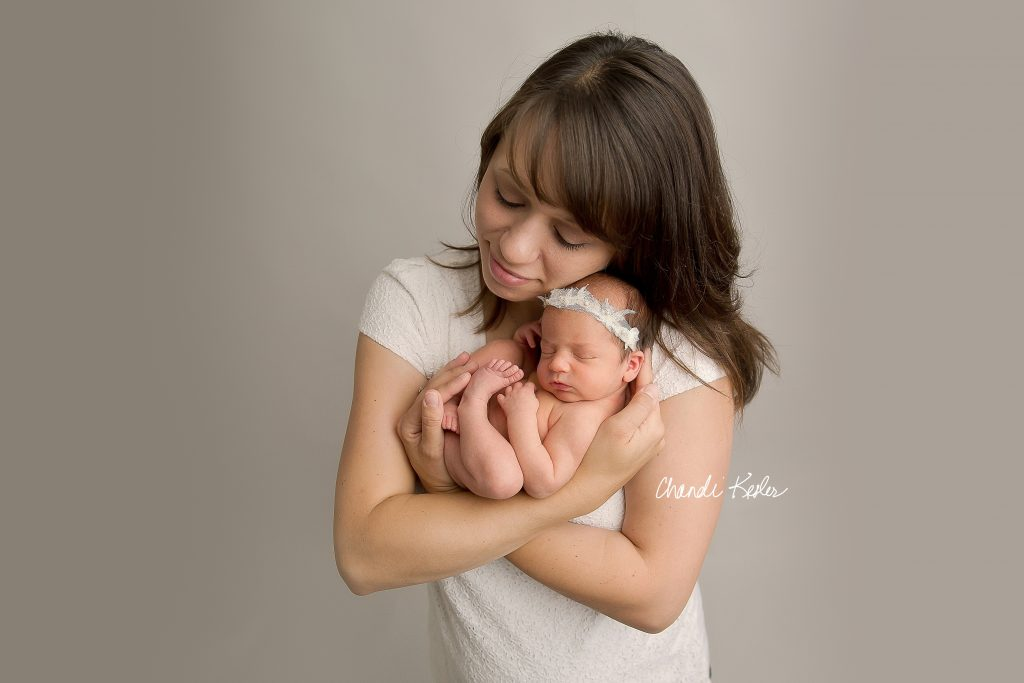 mom and newborn | Rantoul IL Newborn Photographer | Chandi Kesler Photography