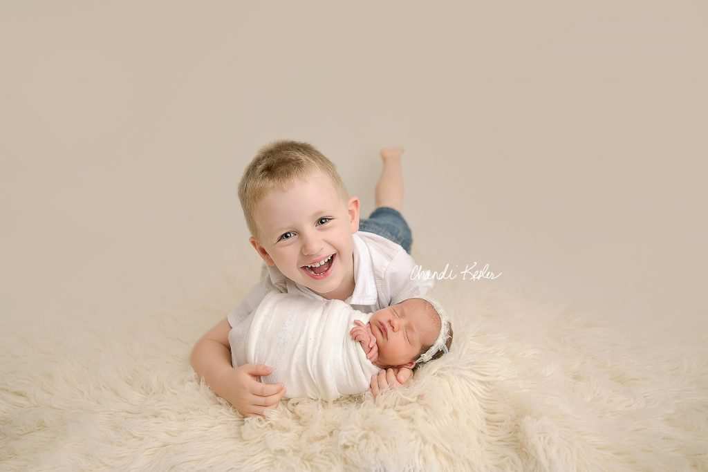 Newborn with older sibling | Rantoul IL Newborn Photographer | Chandi Kesler Photography