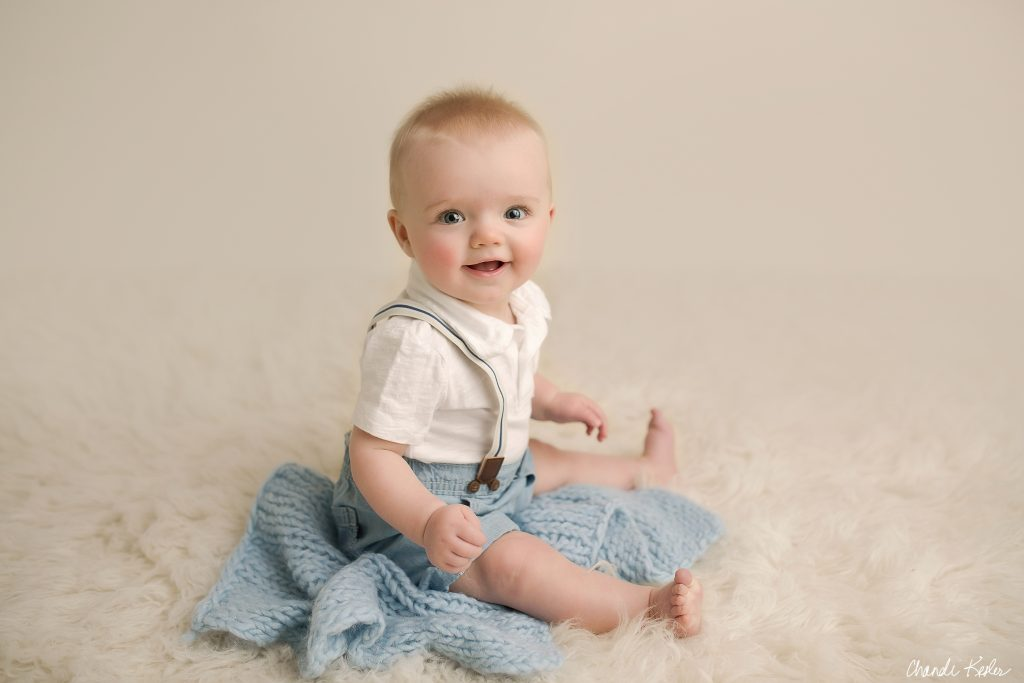 6 Month Baby Boy Pictures | Bloomington IL Photographer | Chandi Kesler Photography